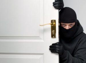 8 правил, чтобы защитить дом во время отпуска или командировки